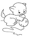 Kätzchen spielt mit Ball Ausmalbild