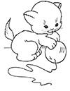 Katze spielt mit Ball Ausmalbild